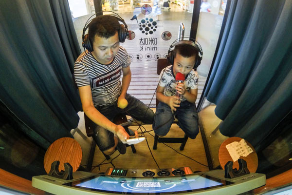 Mini karaoke booth biz creates social buzz