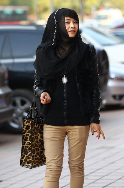 Hot teen in hijab — photo 4