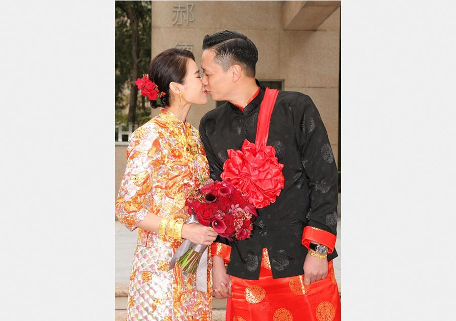 Hong kong actress myolie wu ties the knot in traditional for Traditional chinese wedding dress hong kong
