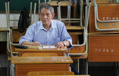 Cancer patient, 72, takes National Judicial Exam
