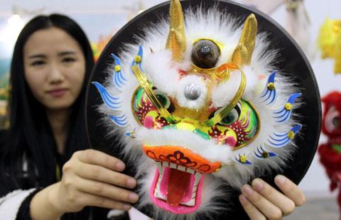 Folk art shines at East China fair