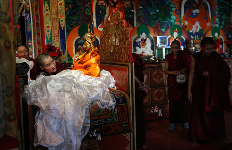 Nuns in a Tibet temple