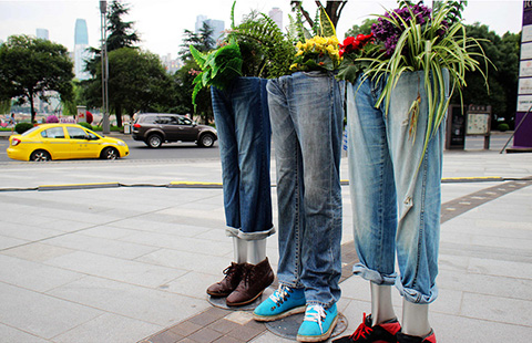 Fancy sculptures sparkle in Chongqing