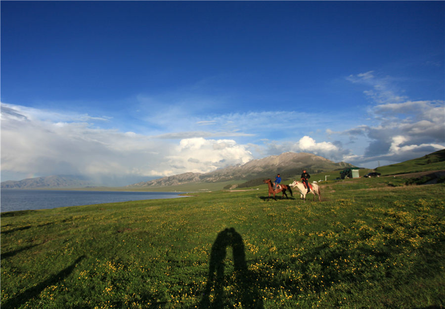 Lovely 'pearl' on the mountain: Sayram Lake