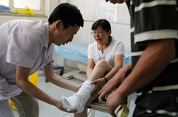 Hospitals flooded with injured, volunteers