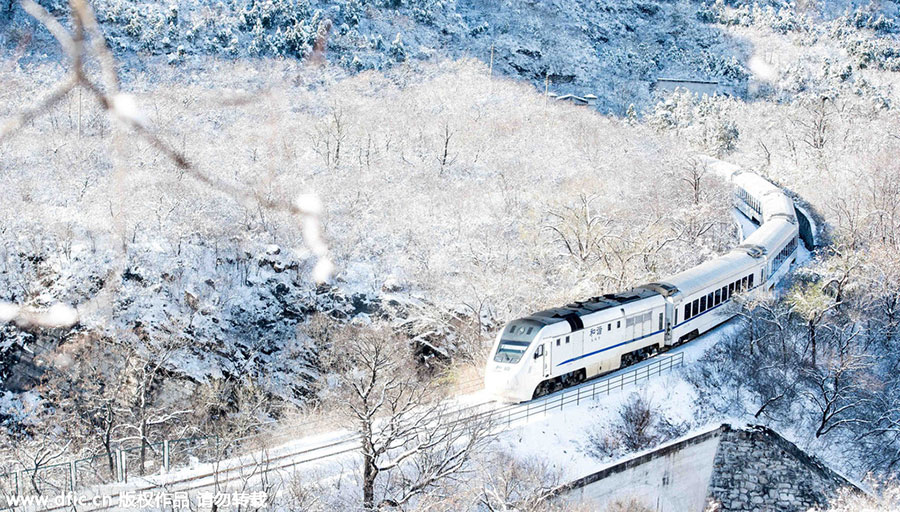 Snow-clad scenery in the Great Wall