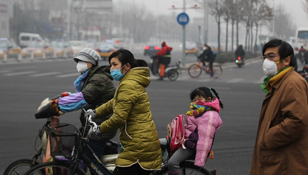 Life in smoggy Beijing amid red alert