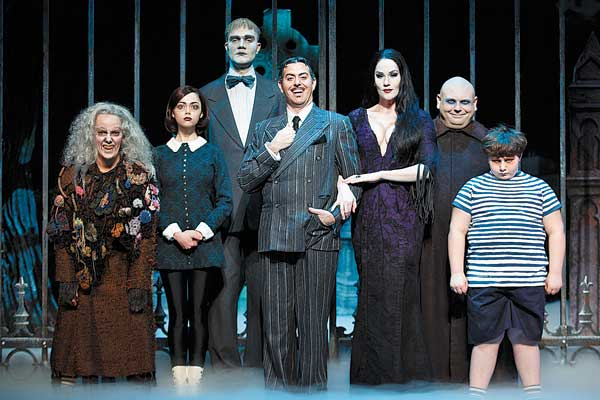 Macabre Addams Family tests musical tastes |Photos |chinadaily.com.cn